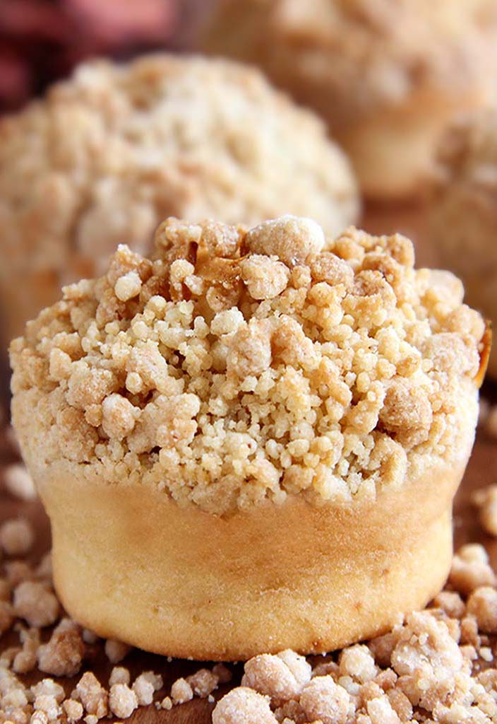 Cinnamon Crumb Coffee Cake Muffins -Somewhere between muffin and coffee cake, topped with a buttery, crumbly streusel!