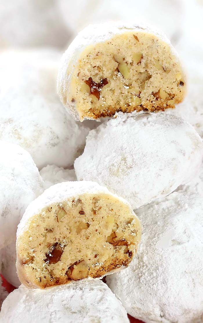 Pecan Butter Balls aka Snowballs - A wonderful christmas cookies, they have always been my favorite selection on the christmas cookie plate, for as long as I can remember.
