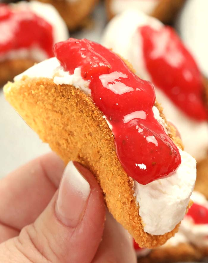 A great dessert idea to make this spring/summer is Strawberry Cheesecake Tacos! They are fun and easy to make and great to serve to a crowd !