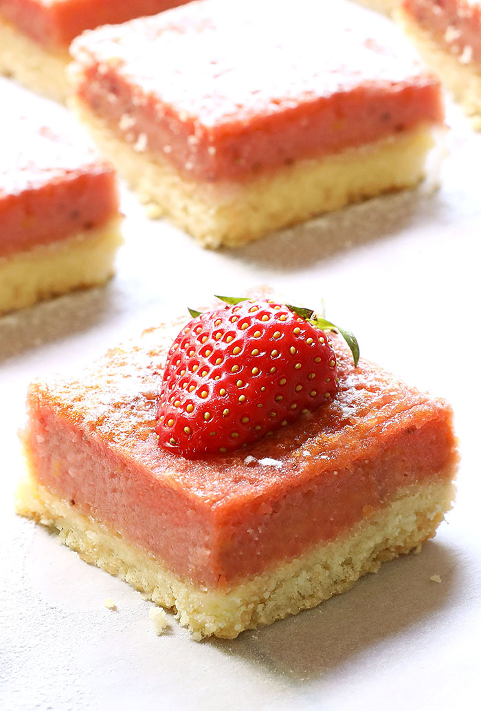 Strawberry Lemonade Bars are light and fresh and they're perfect addiction to your spring, Easter or Mother's Day menu!